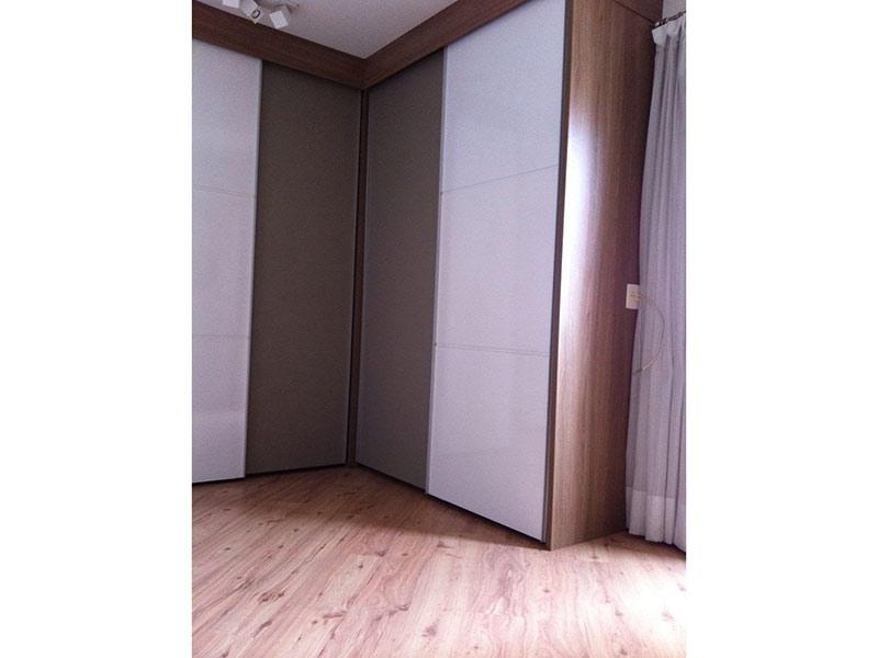 Ipiranga, Apartamento Padrão-1º dormitório com piso laminado e armários planejados.