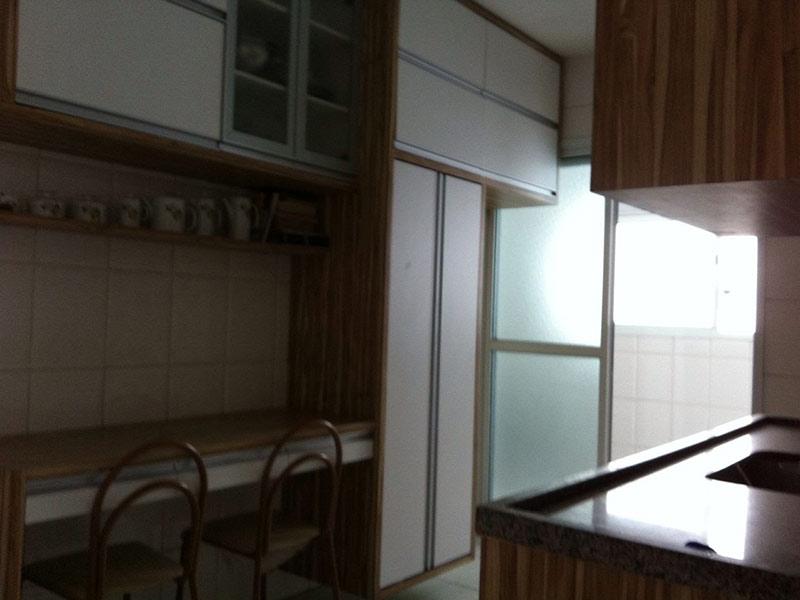 Ipiranga, Apartamento Padrão-Cozinha com pios de cerâmica, pia de granito, gabinete e armários planejados.