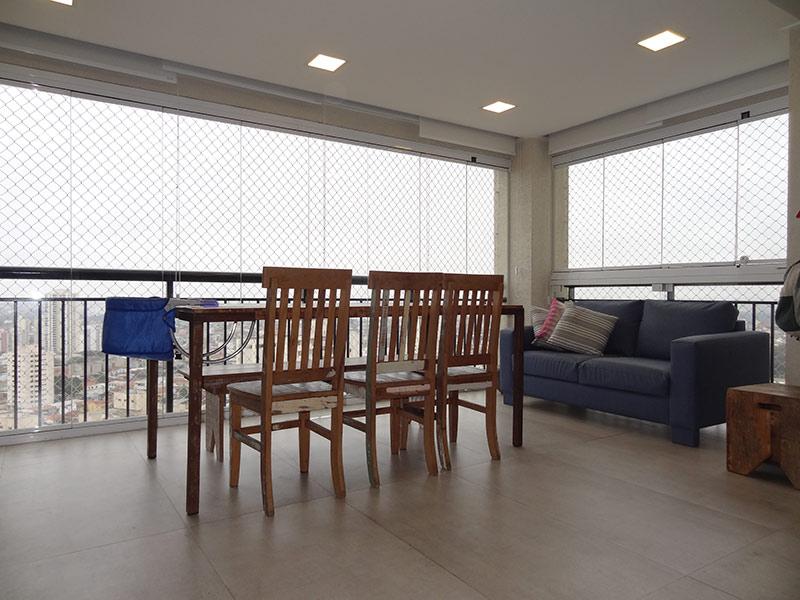Sacomã, Apartamento Padrão-Varanda gourmet com piso de porcelanato, teto rebaixado, iluminação embutida, cortina de vidro, tela de proteção, pia de granito, gabinete e churrasqueira.