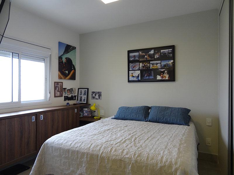 Sacomã, Apartamento Padrão-Suíte com piso de porcelanato e armários planejados.