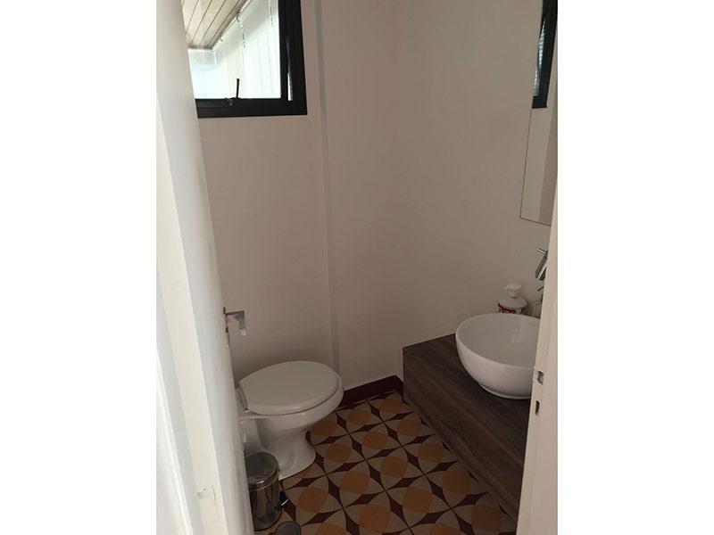 Ipiranga, Apartamento Padrão-Lavabo com piso de cerâmica e cuba sobreposta.