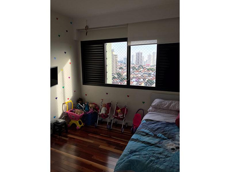 Ipiranga, Apartamento Padrão-Dormitório com piso taquinho de madeira.