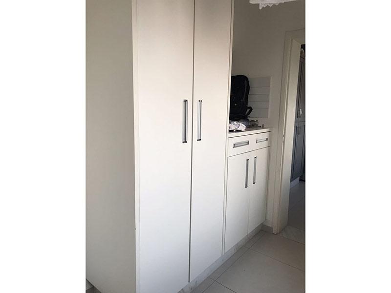 Ipiranga, Apartamento Padrão-Área de serviço com piso de cerâmica, armários planejados e aquecedor de passagem.