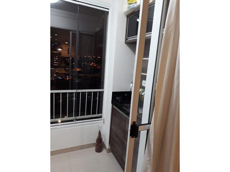 Sacomã, Apartamento Padrão-Varanda gourmet com piso de cerâmica, pia de granito e gabinete.