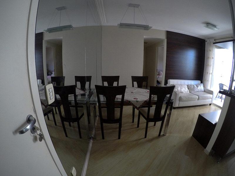Ipiranga, Apartamento Padrão - Sala com dois ambientes, piso laminado e teto com moldura de gesso.