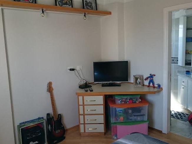 Ipiranga, Cobertura Duplex-Dormitório com piso de madeira e armários planejados.