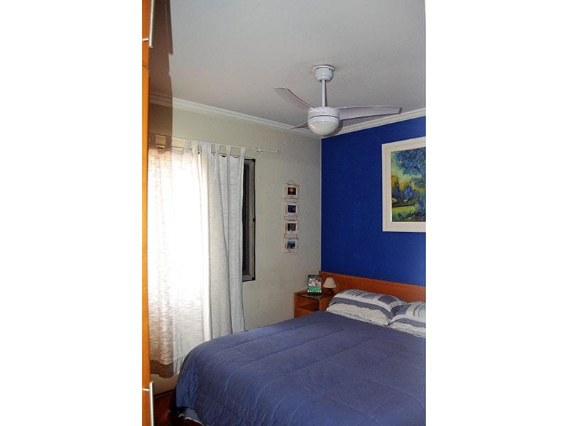 Ipiranga, Apartamento Padrão-1º dormitório com piso laminado e teto com moldura de gesso.