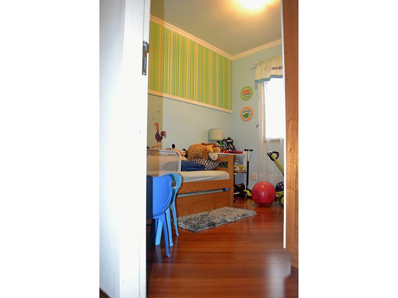 Ipiranga, Apartamento Padrão-2º dormitório com piso laminado e teto com moldura de gesso.
