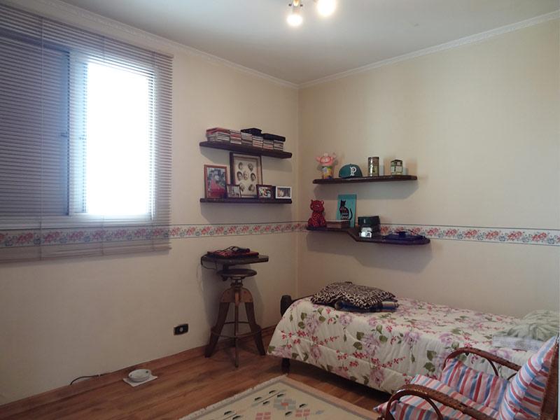 Sacomã, Cobertura Duplex-Dormitório com piso laminado e teto com moldura de gesso.
