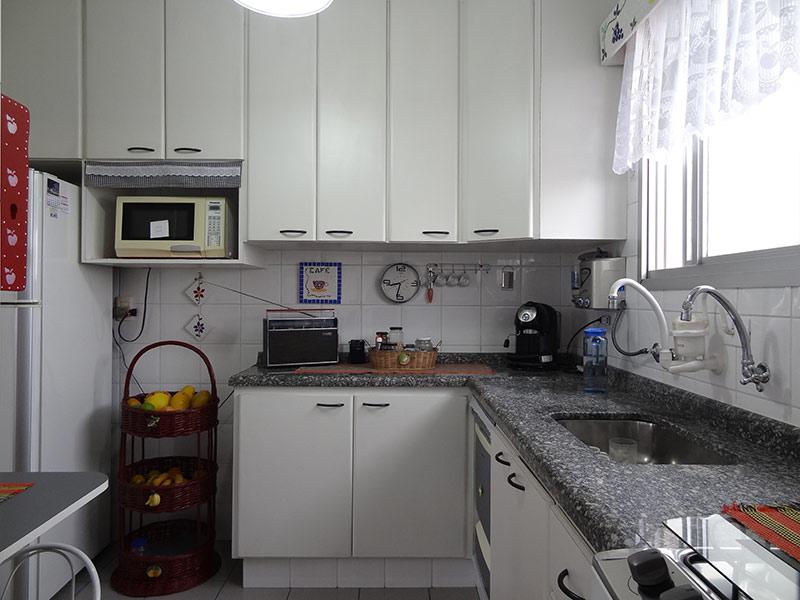 Sacomã, Cobertura Duplex-Cozinha com piso de porcelanato, teto com moldura de gesso, pia de granito, gabinete e armários planejados.