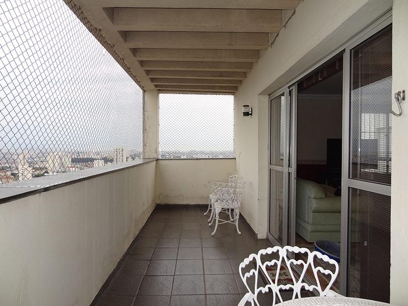 Sacomã, Cobertura Duplex-Varanda com piso de cerâmica e tela de proteção.