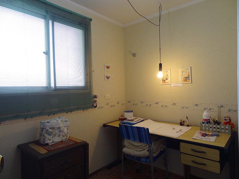 Sacomã, Cobertura Duplex-Dormitório com piso de cerâmica e teto com moldura de gesso.