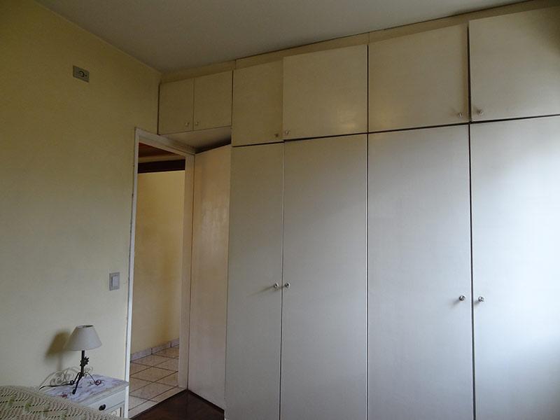 Sacomã, Apartamento Padrão-Dormitório com piso taco de madeira e armários planejados.