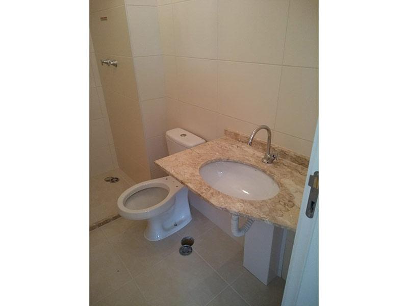Ipiranga, Apartamento Padrão-Banheiro social com piso de cerâmica e pia de mármore.