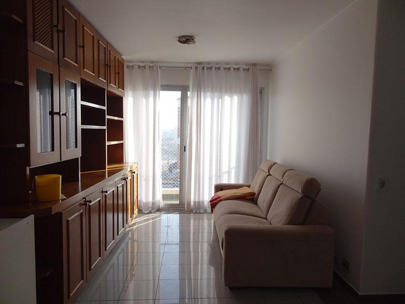 Jabaquara, Apartamento Padrão - Sala com dois ambientes, piso de porcelanato, teto com moldura de gesso e armários planejados.