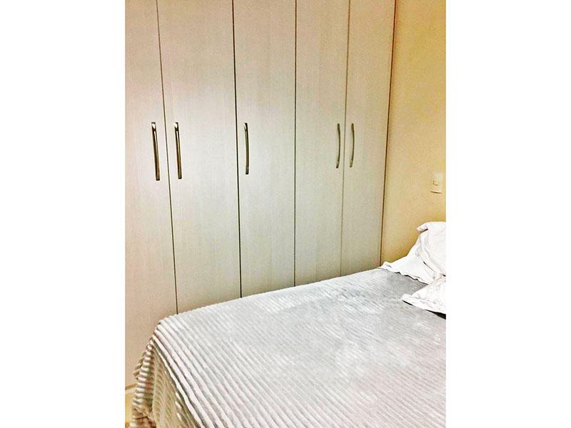 Ipiranga, Apartamento Padrão-1º suite com piso de cerâmica e armários planejados.