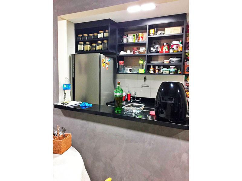 Ipiranga, Apartamento Padrão-Cozinha com piso de cerâmica, gabinete, pia de granito e acesso a área de serviço.