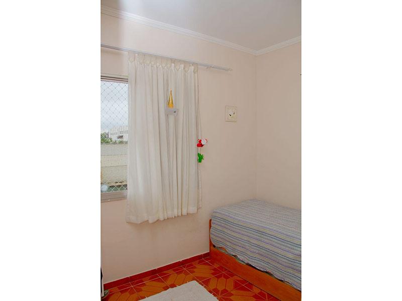 Jabaquara, Apartamento Padrão-Dormitório com piso de cerâmica e teto com moldura de gesso.