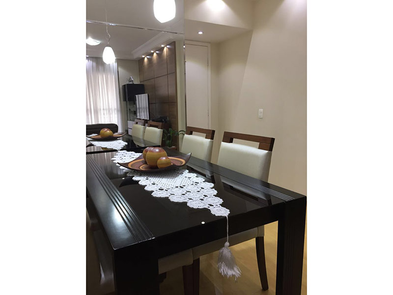 Ipiranga, Apartamento Padrão-Sala com dois ambientes, piso laminado, teto sanca com moldura de gesso e iluminação embutida.