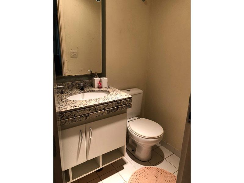 Ipiranga, Apartamento Padrão-Banheiro social com piso de cerâmica, pia de granito e gabinete.
