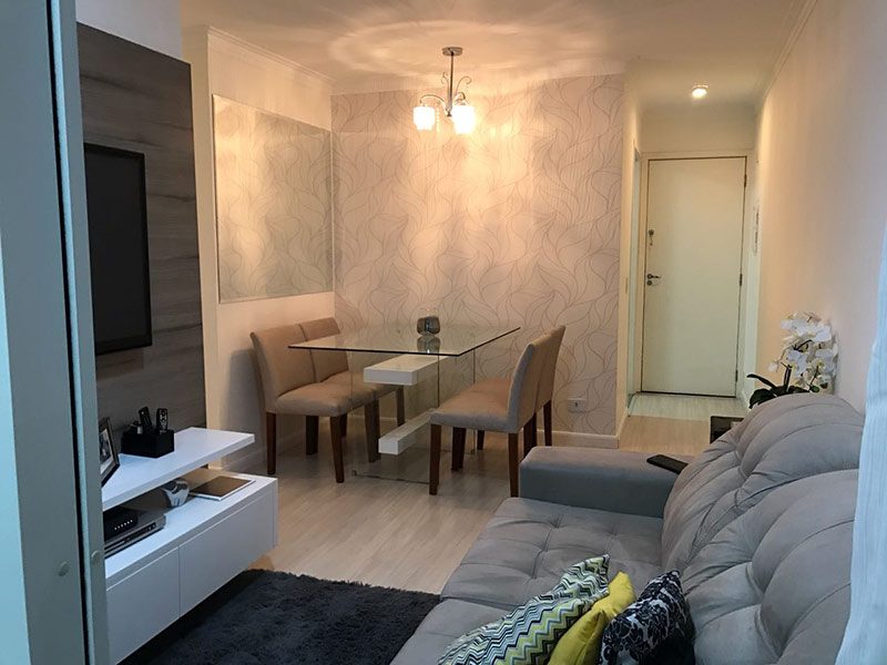 Sacomã, Apartamento Padrão - Sala retangular com piso laminado e teto com moldura de gesso.