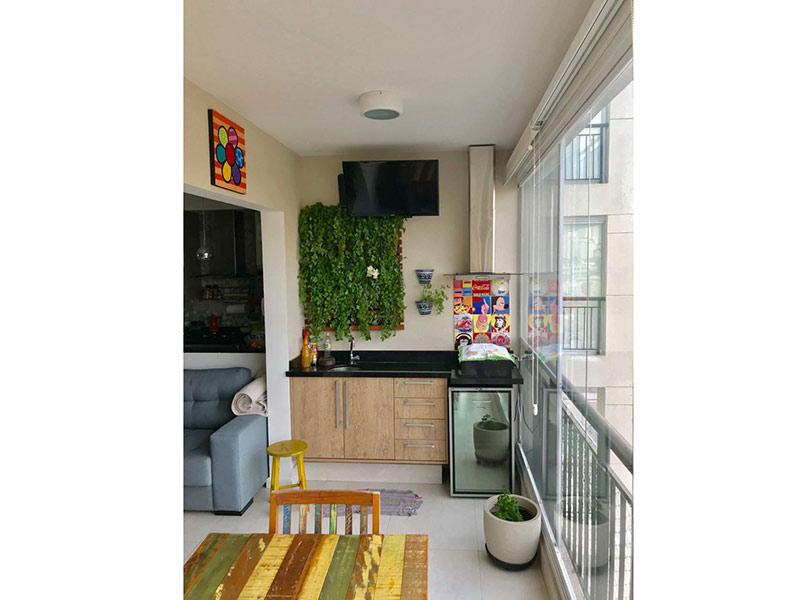Ipiranga, Apartamento Padrão-Varanda com piso de porcelanato, cortina de vidro, pia de granito e gabinete.