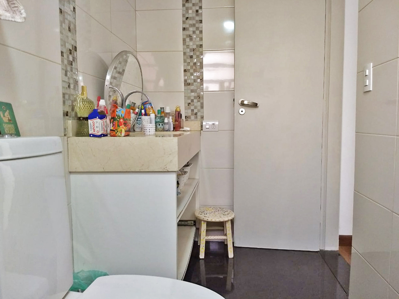 Ipiranga, Apartamento Padrão-Banheiro da suíte com piso de porcelanato e pia de mármore.