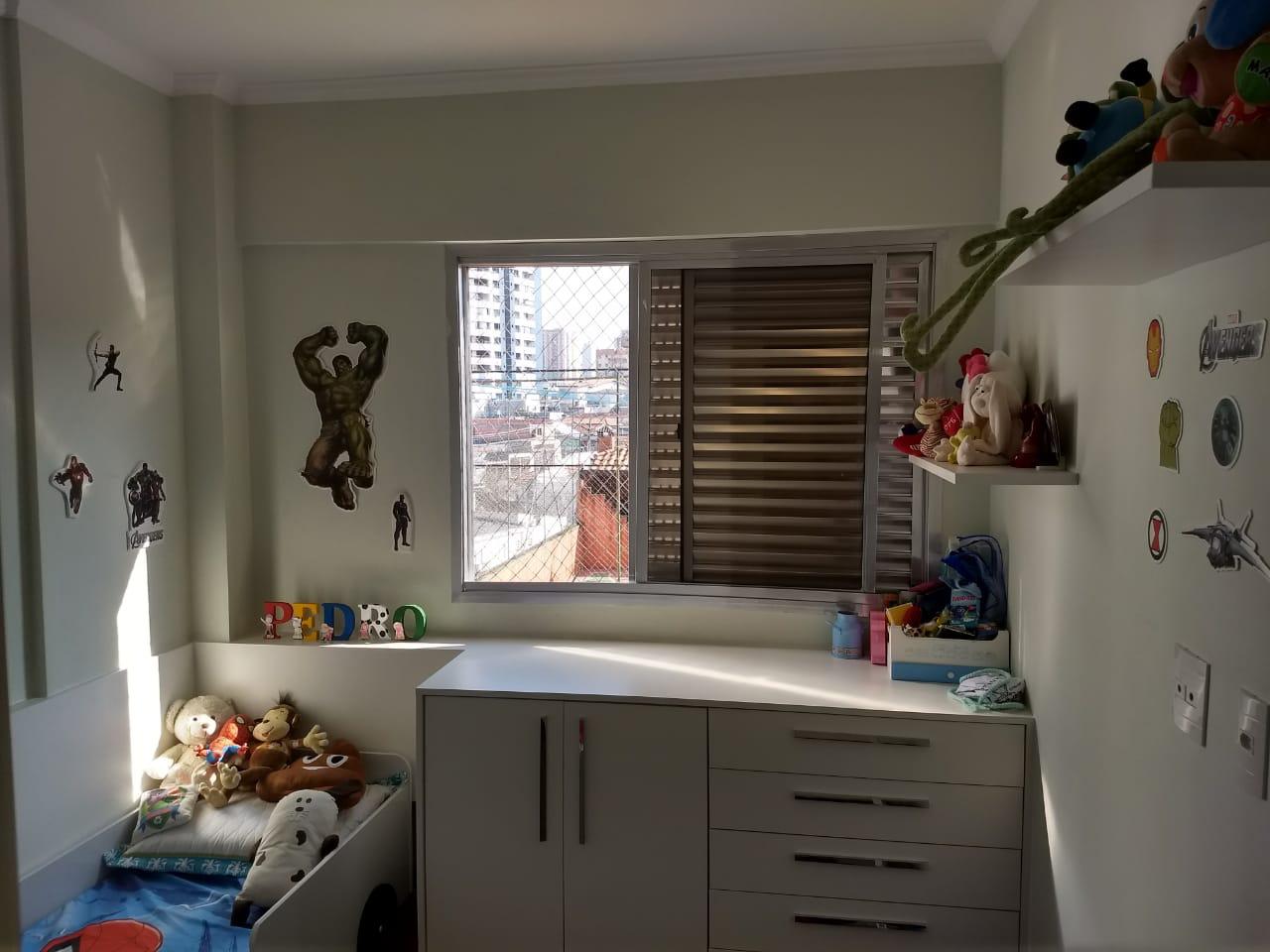 Ipiranga, Apartamento Padrão-Dormitório com piso de madeira e armários planejados.