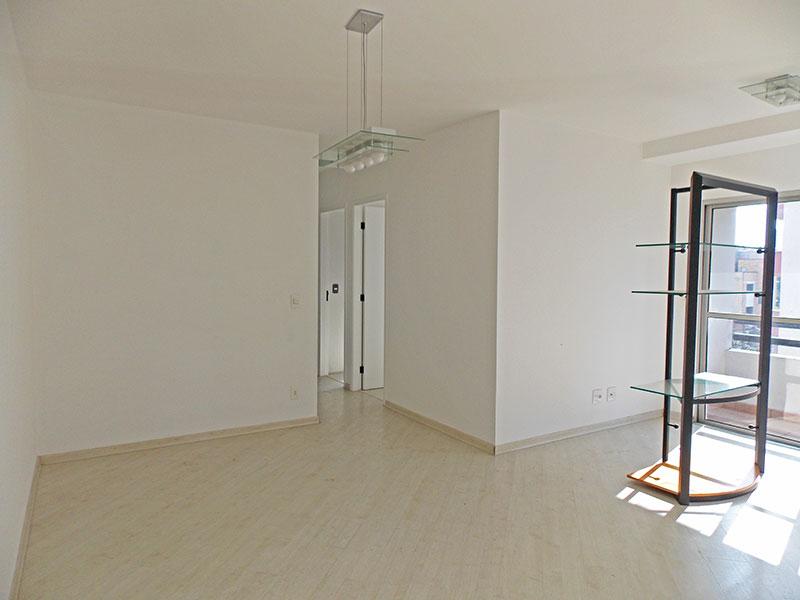 Jabaquara, Apartamento Padrão - Sala retangular com piso laminado.