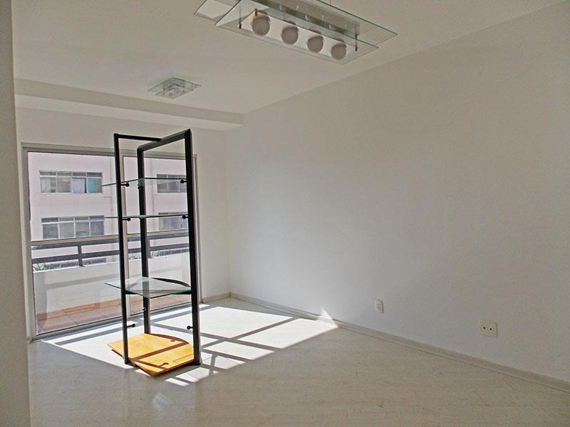 Jabaquara, Apartamento Padrão-Sala retangular com piso laminado.