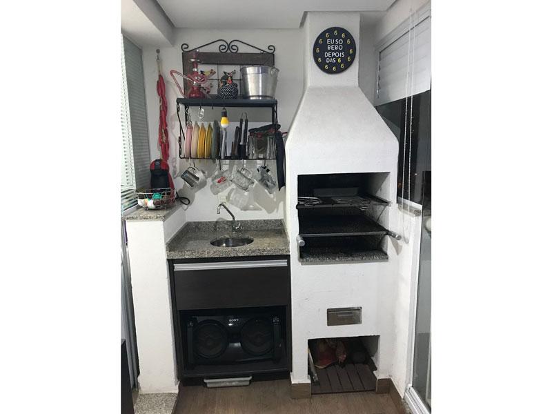 Sacomã, Apartamento Padrão-Varanda com piso laminado, teto rebaixado, cortina de vidro, pia de granito, gabinete e churrasqueira.