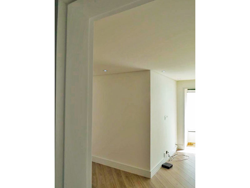 Ipiranga, Apartamento Padrão - Sala em L com piso de laminado e iluminação embutida.