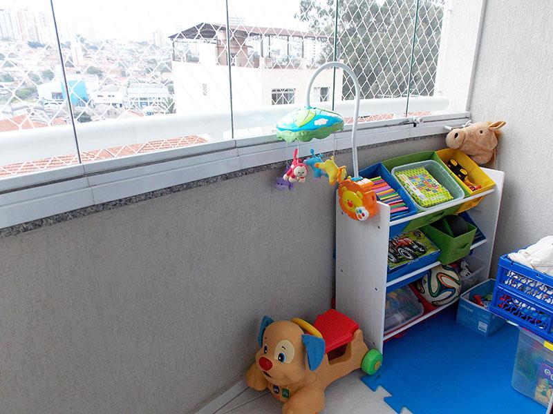 Sacomã, Apartamento Padrão-Sacada com piso de cerâmica, cortina de vidro e tela de proteção.