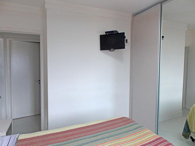 Sacomã, Apartamento Padrão-1º dormitório com piso de porcelanato, teto com moldura em gesso e armários planejados.