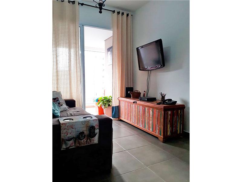 Ipiranga, Apartamento Padrão - Sala em L com piso de cerâmica e acesso a sacada.