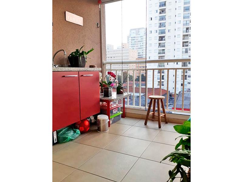Ipiranga, Apartamento Padrão-Varanda gourmet com piso de cerâmica, teto rebaixado com iluminação embutida, pia de granito com gabinete e cortina de vidro.
