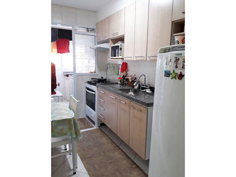 Ipiranga, Apartamento Padrão-Cozinha estilo passa prato, com piso de cerâmica, pia de granito com gabinete armários planejados e acesso á área de serviço.