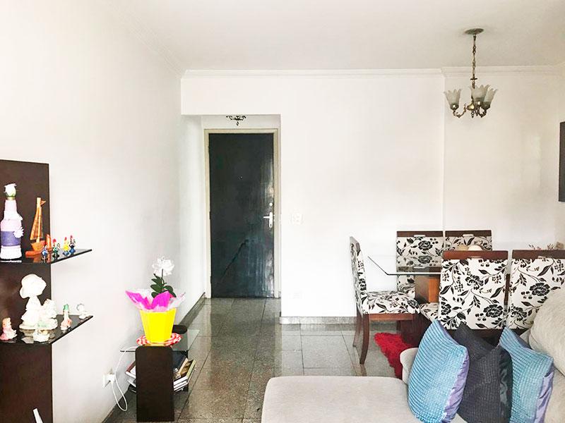 Sacomã, Apartamento Padrão-Sala em L, piso de granito, teto com moldura de gesso e acesso a varanda.