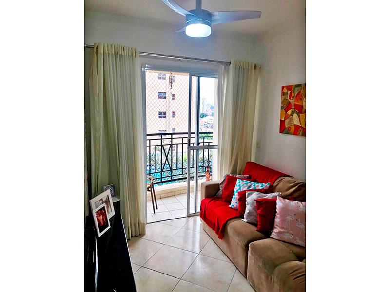 Ipiranga, Apartamento Padrão - Sala retangular com piso de cerâmica, teto com moldura de gesso, e acesso a varanda.