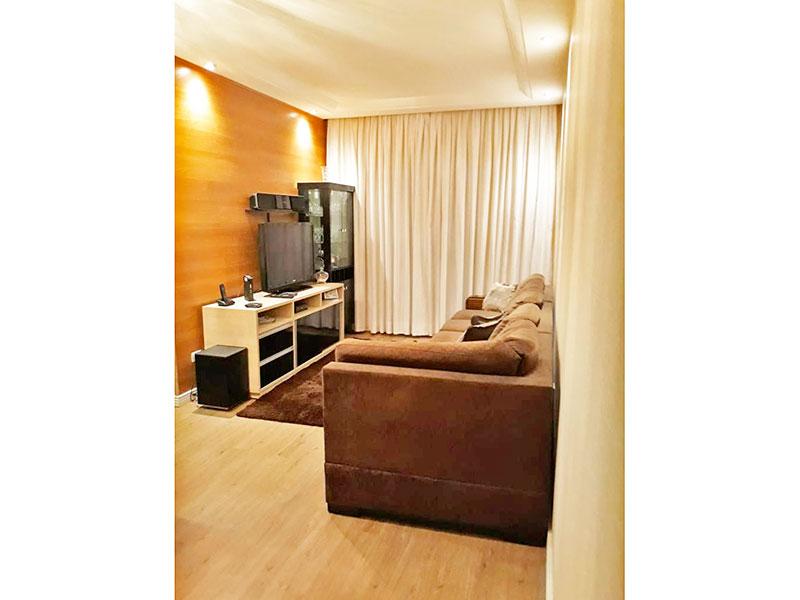 Sacomã, Apartamento Padrão - Sala em L com piso laminado, teto com sanca de gesso, iluminação embutida e acesso a sacada.