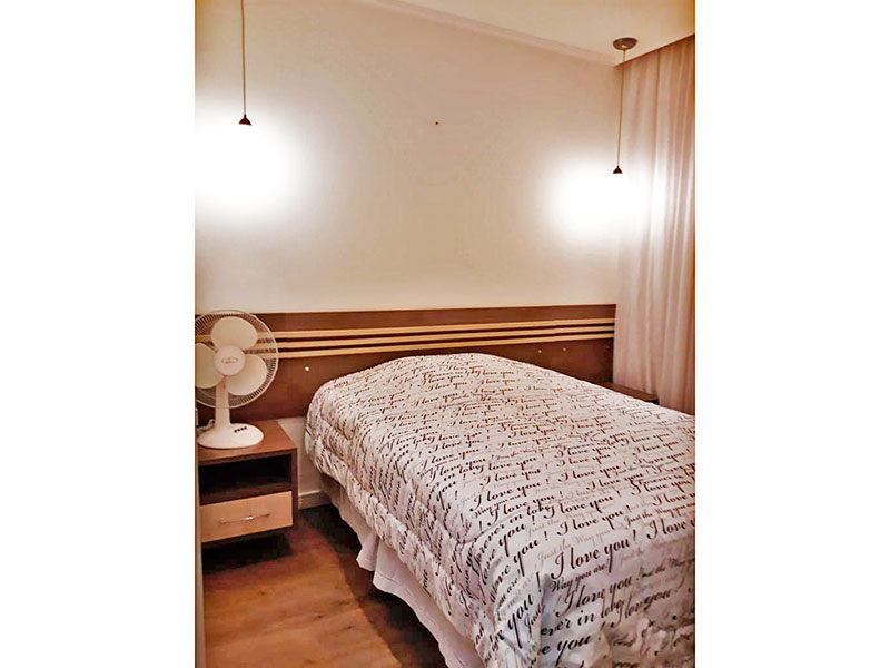 Sacomã, Apartamento Padrão-1º dormitório com piso laminado, teto com sanca e armários planejados.