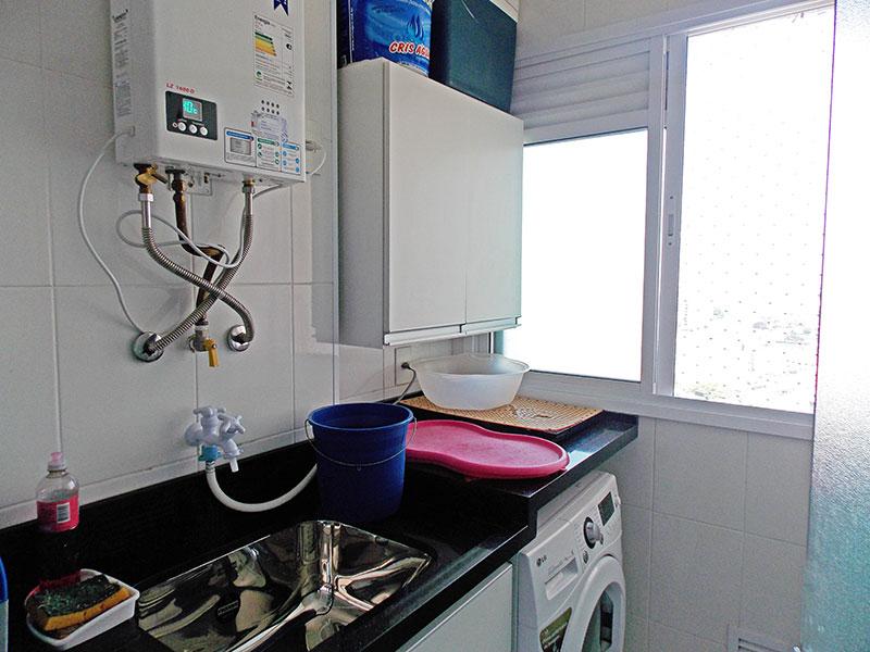 Sacomã, Apartamento Padrão-Área de serviço com piso de cerâmica, gabinete e pia de granito.