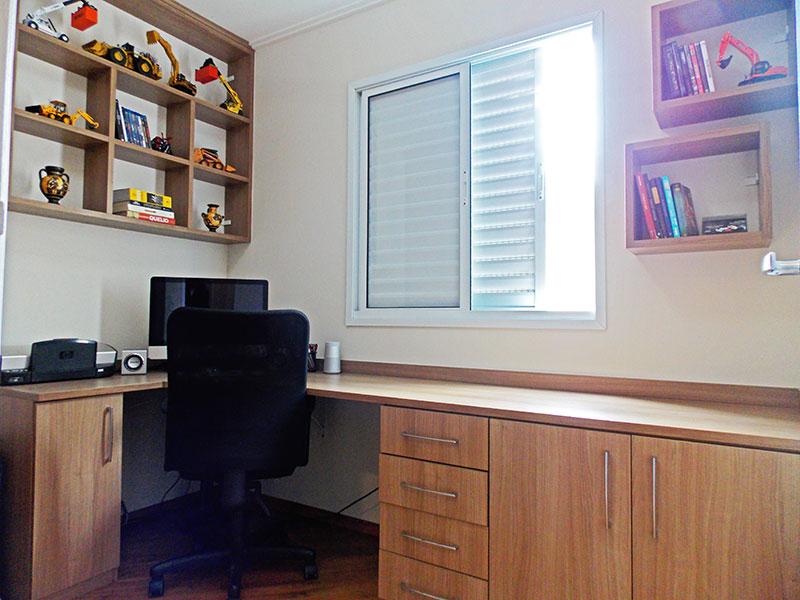 Sacomã, Apartamento Padrão-3º quarto com piso de laminado, teto com moldura de gesso e armários planejados.