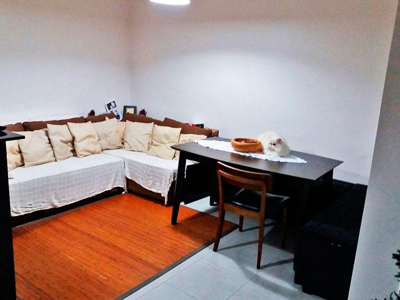 Sacomã, Cobertura Duplex-Sala do piso superior com piso de cerâmica, teto com moldura de gesso e acesso ao terraço privativo.