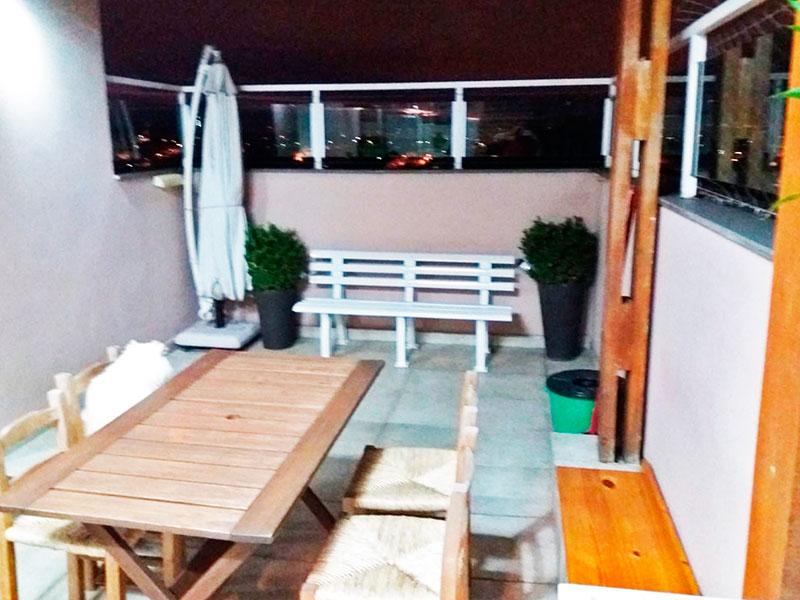 Sacomã, Cobertura Duplex-Terraço privativo com piso de cerâmica, armários planejados, churrasqueira e pia de granito.