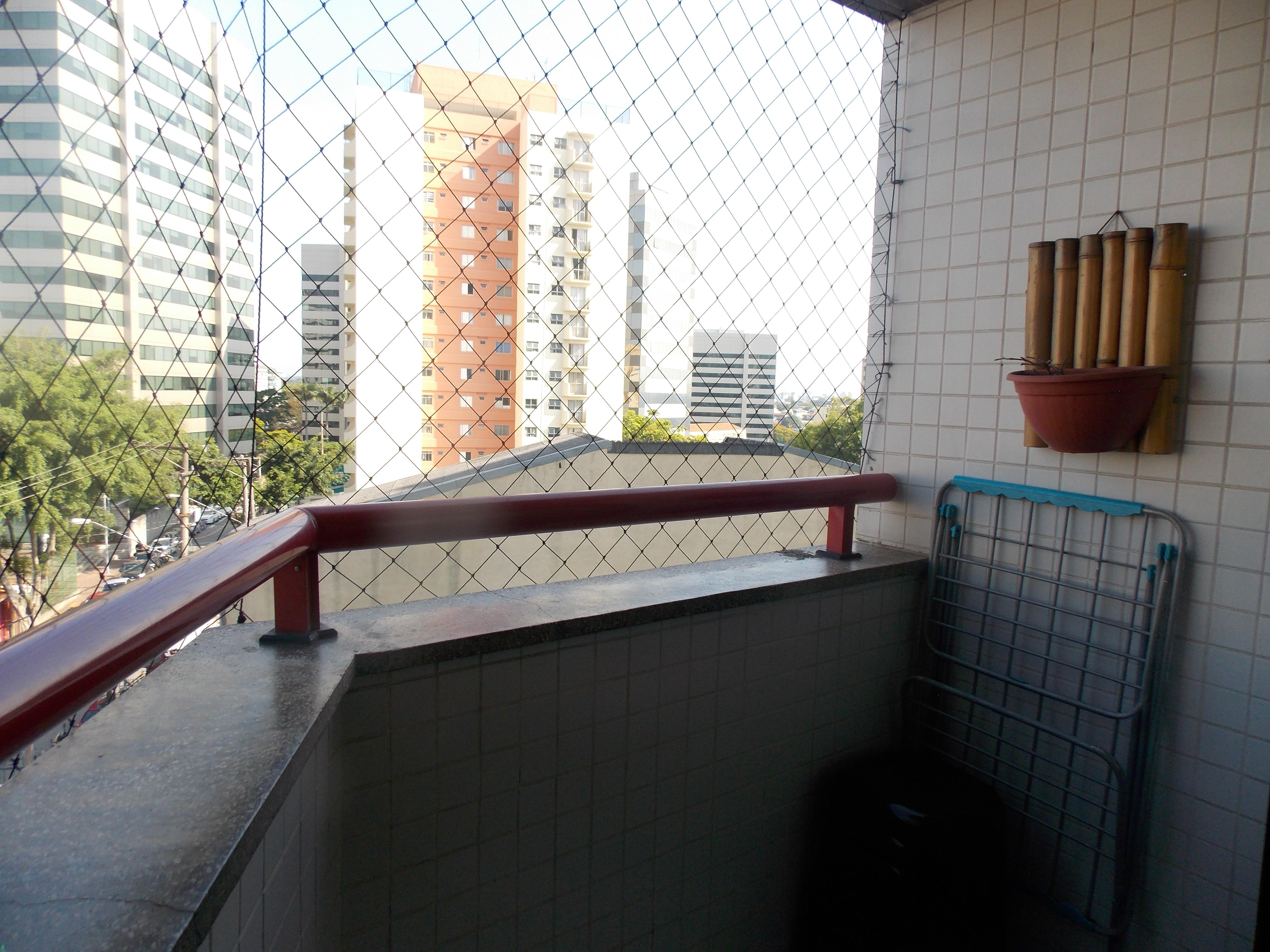 Jabaquara, Apartamento Padrão-Varanda com piso de cerâmica e rede de proteção.