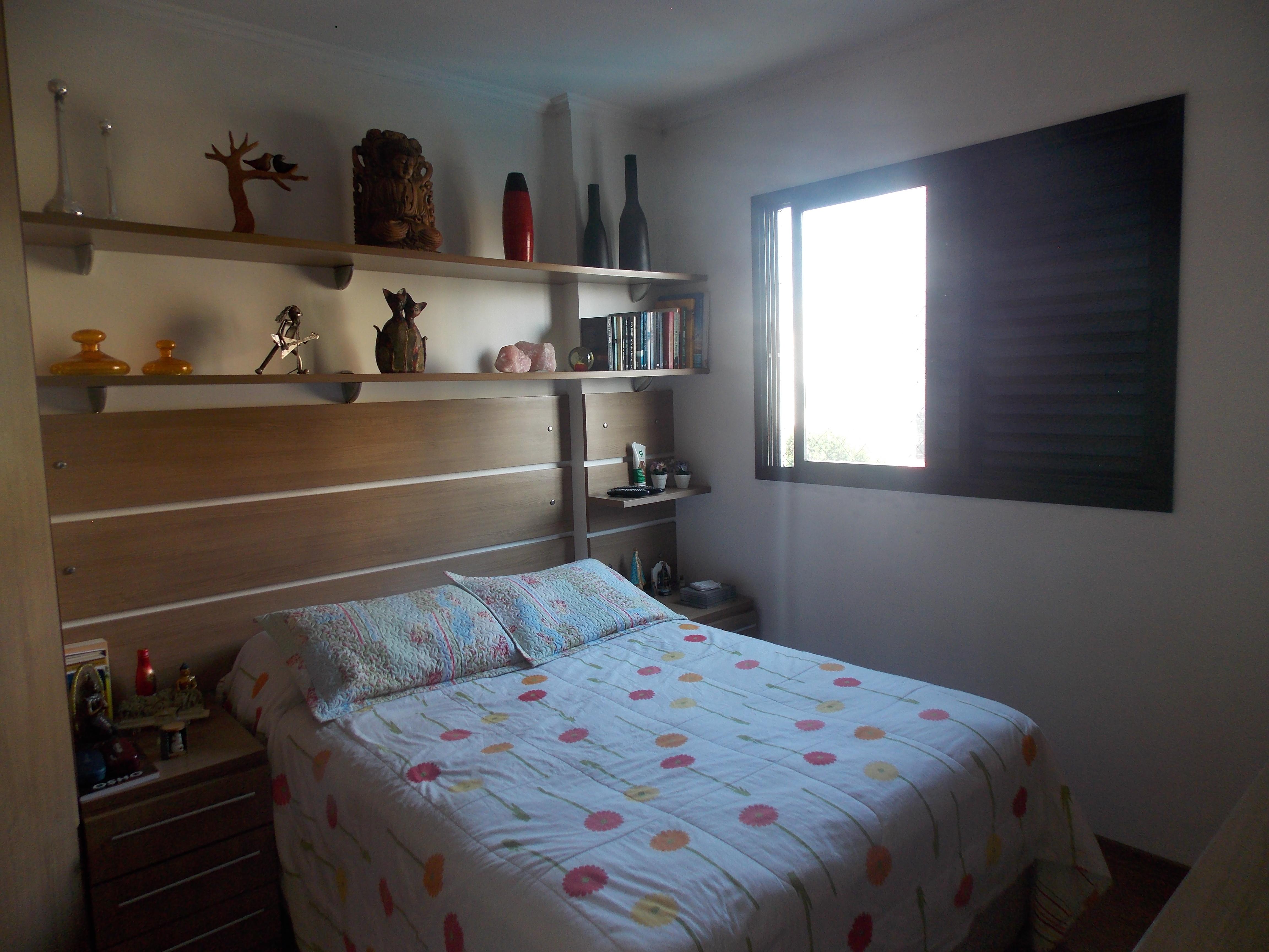 Jabaquara, Apartamento Padrão-1º dormitório com piso laminado, teto com moldura de gesso e armários planejados.