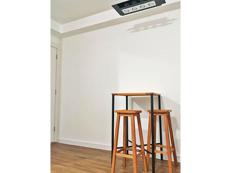 Jabaquara, Apartamento Padrão-Sala em L com piso laminado e acesso a sacada.