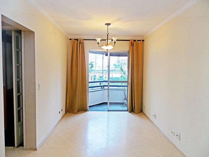 Jabaquara, Apartamento Padrão - Sala com piso laminado, teto com moldura de gesso e com acesso a varanda.