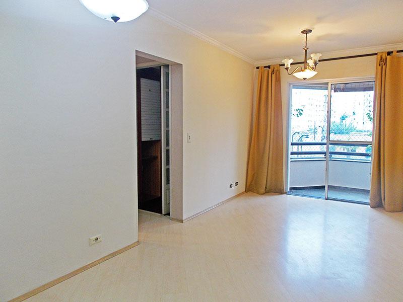 Jabaquara, Apartamento Padrão-Sala com piso laminado, teto com moldura de gesso e com acesso a varanda.